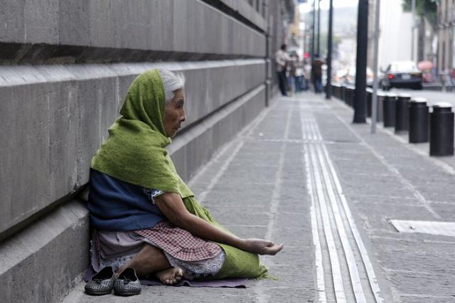 adultos_pobreza.jpg