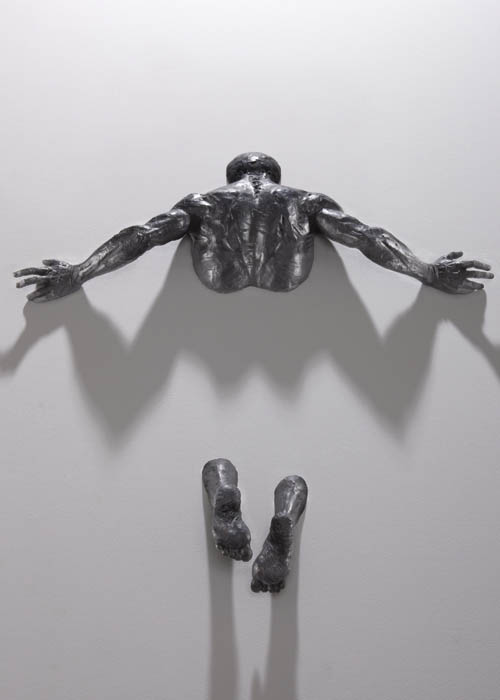 sculptures-that-emerge-vanish-into-walls-matteo-pugliese-7